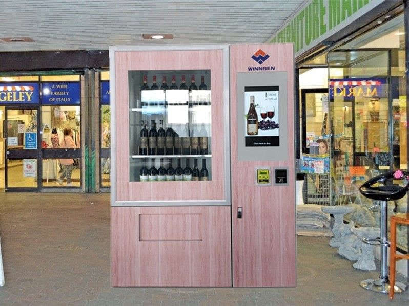 Touch Screen Red Wine Vending Machine For Street , Juice Vending Machine supplier